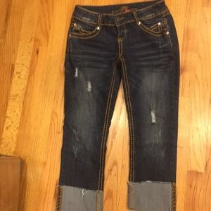 Women's almost  famous capris like new size 7